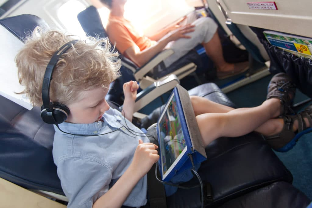 Travelling with kids can be daunting. Kids ask repeatedly if you're there yet. There can be tears, whining and fighting. Quickly, the start of your vacation can go from exciting to painful. Here are effective strategies for peacefully travelling with kids perfect for flight or road trips.